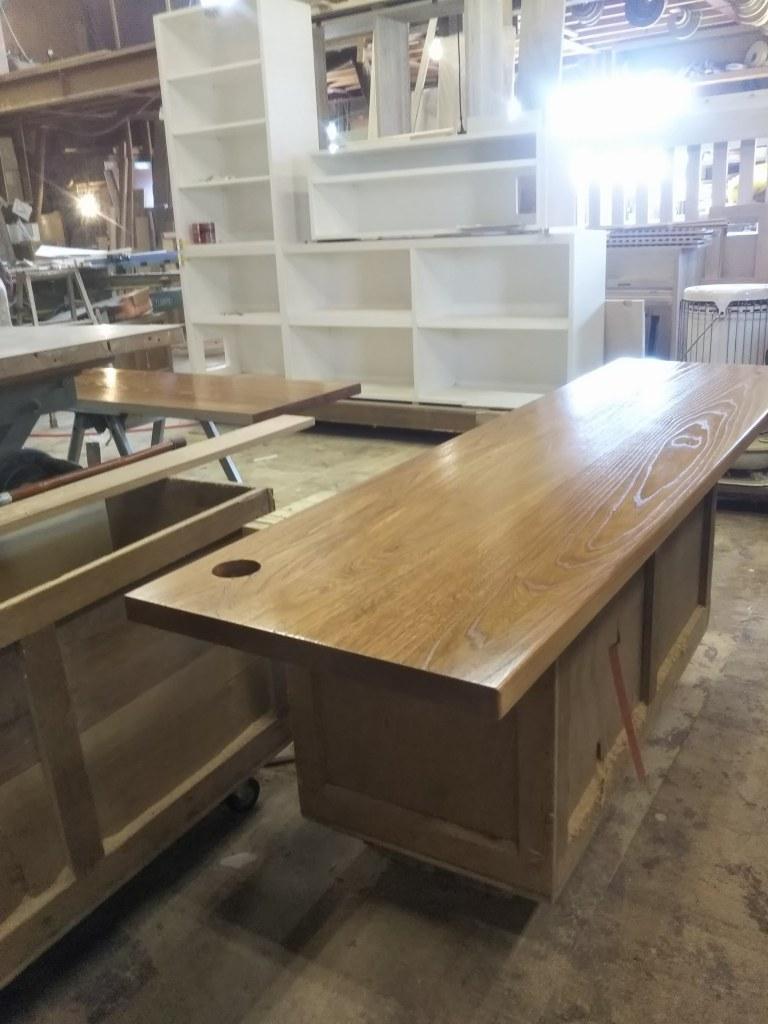 工房で家具製作の様子