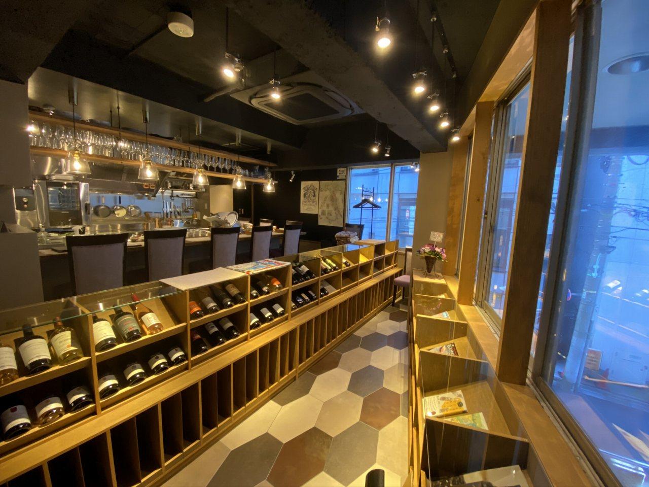 赤坂、猫とワインの店