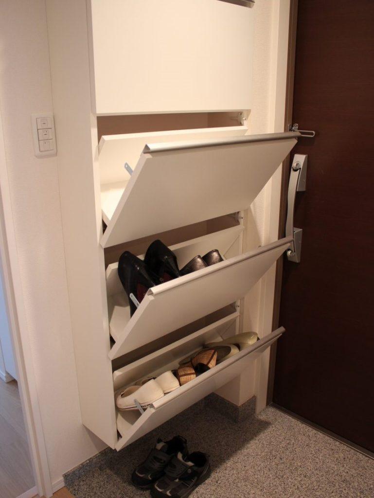 玄関収納家具取り付けの様子,靴入れ収納・取り付け完了の光景