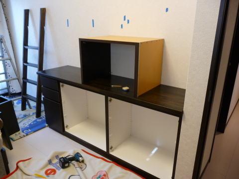 小分けになった家具を接合していきます