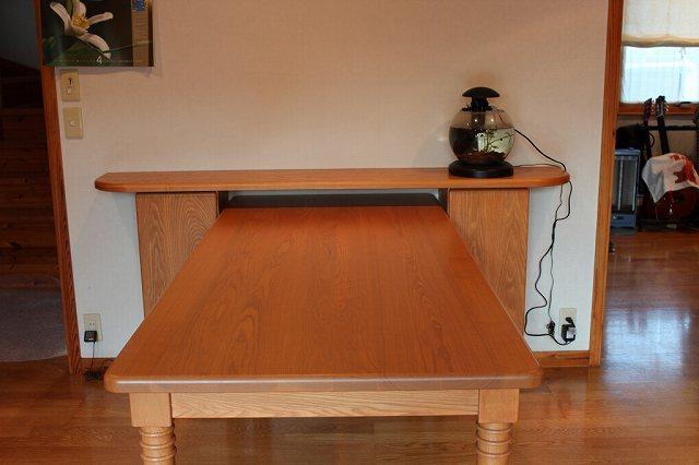 テーブルと収納