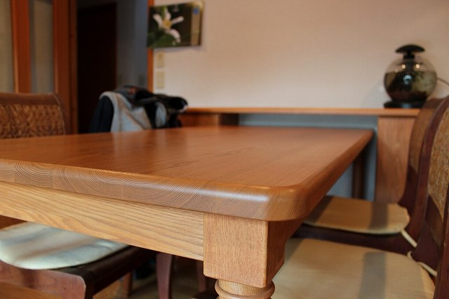 オーダーテーブルと収納家具
