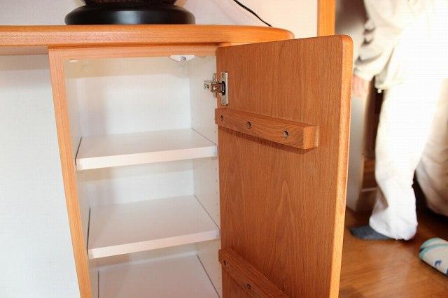 家具内部の様子と扉の反り止め