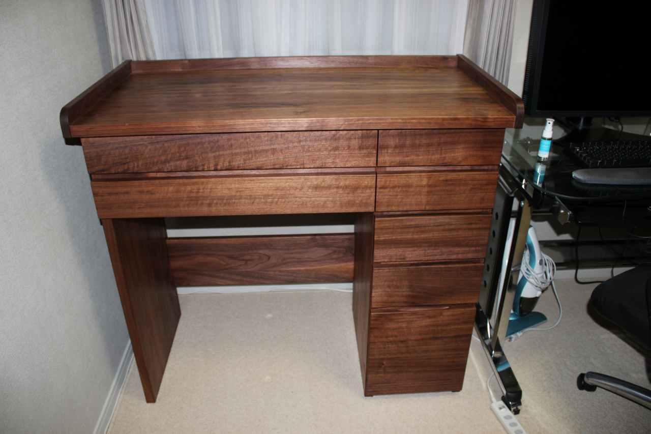 ウォールナットで製作の机