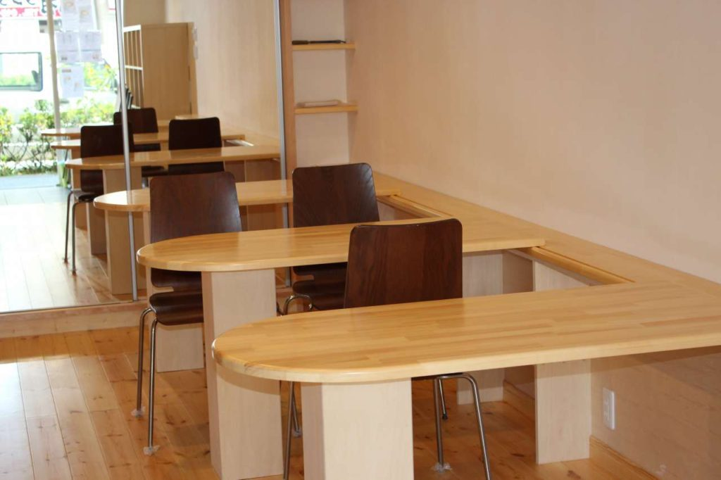 パインで製作したテーブル