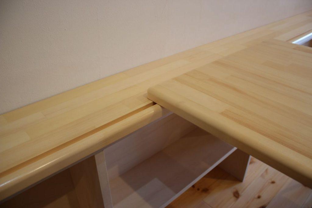 カウンターテーブルの接合の様子