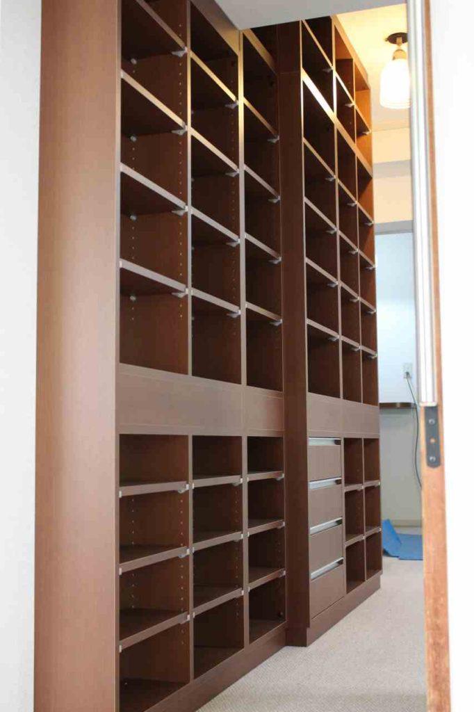 オーダー製作の本棚です