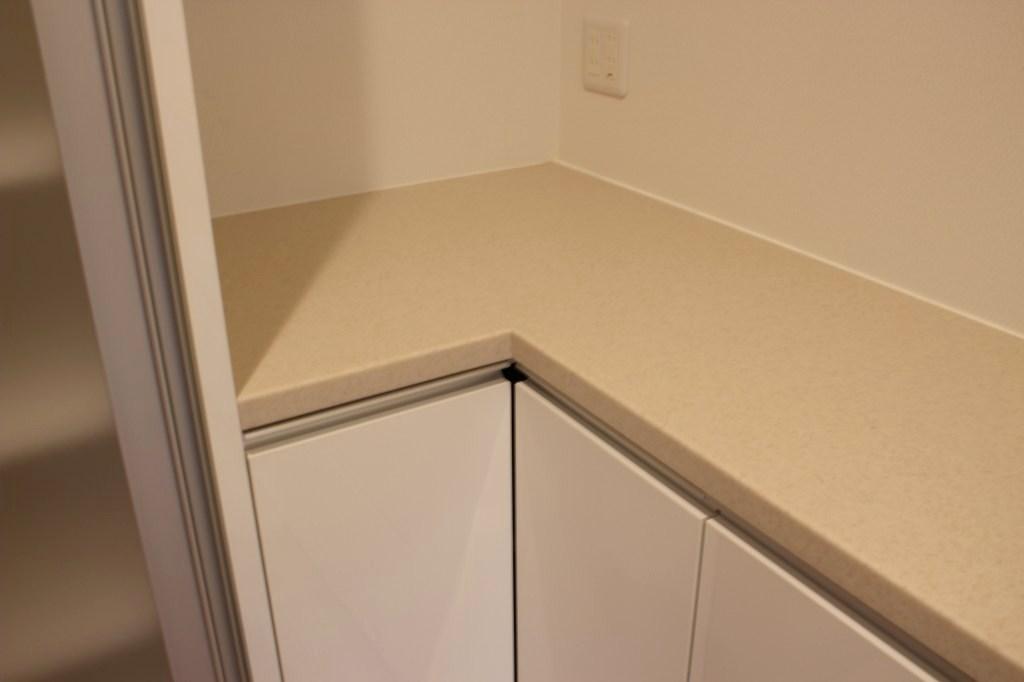 キッチンバック収納、コーナー部分の詳細