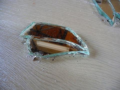 割れたミラーの修理画像